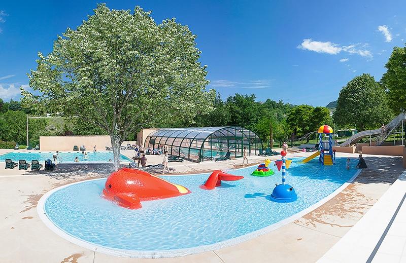 Espace aquatique Ardèche Camping : piscine couverte chauffée, toboggan, jeux enfants