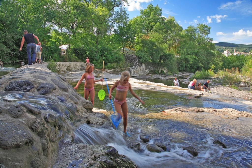 Ard che camping ou se baigner baignade privas et en for Camping avec piscine en ardeche