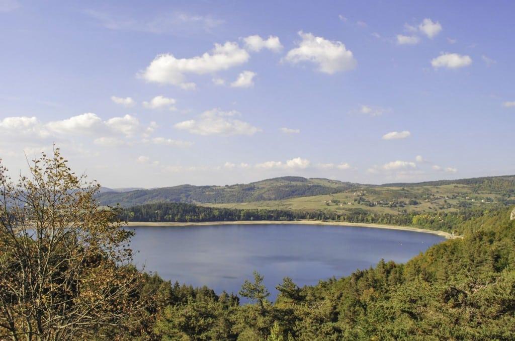 Le Lac d'Issarlès, joyau du plateau Ardèchois