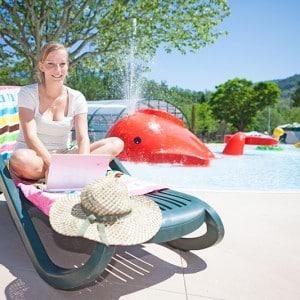 accès wifi au bord de la piscine du camping
